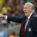 Spain's coach Vicente Del Bosque gestures during the 2014 World Cup Group B soccer match against Chile at the Maracana stadium in Rio de Janeiro