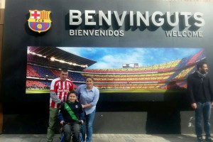 pay-Hanya-Sajad-with-her-uncle-Frank-McLane-at-the-Barcelona-stadium